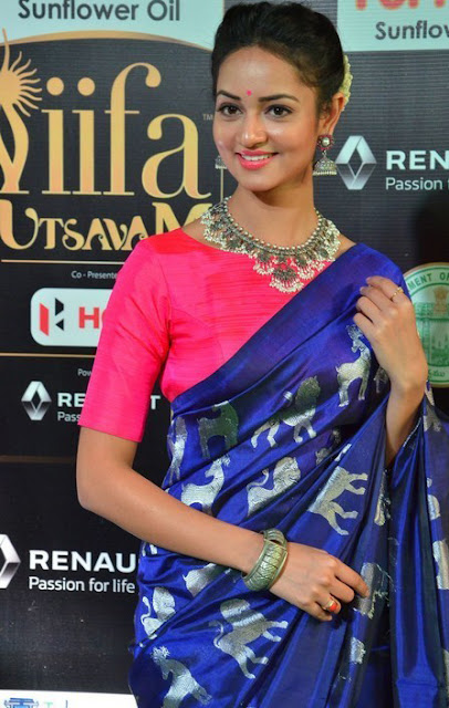 Shanvi Srivatsava Hot in saree at iifa 2017
