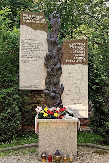 Pomnik ofiar ukraińskiego ludobójstwa na Cmentarzu Rakowickim w Krakowie - https://pl.wikipedia.org/
