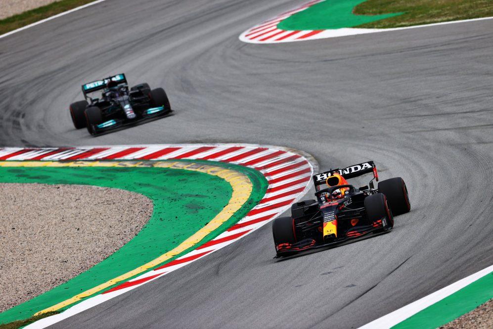 Verstappen lidera por pouco o Hamilton na classificação