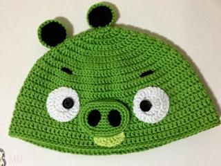 http://www.artedetei.com/2014/03/gorro-crochet-bad-piggy-de-angry-bird.html