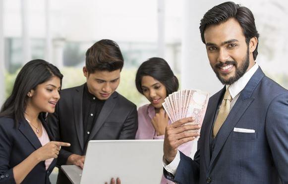 كم هو راتب الموظف في البحرين؟
