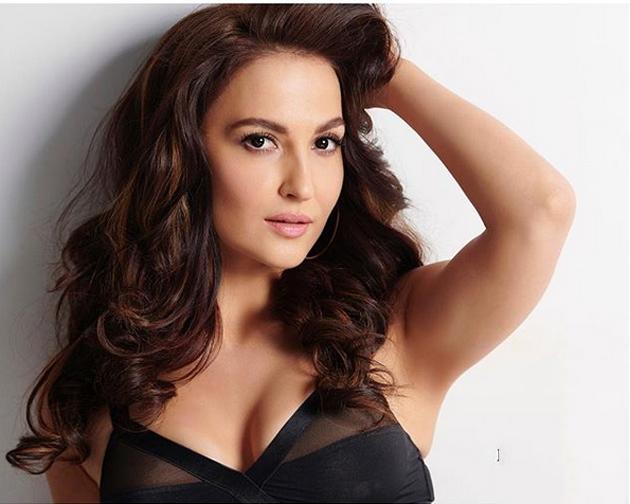 Bollywood Actress Elli AvrRam Latest Hot Photo Shoot Pics