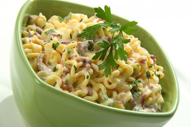 Espaguete Nissin com Carne Seca, Requeijão e Mel
