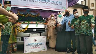 Anggota DPR Nevi Zuairina Serahkan Ambulans untuk RS Aisyiyah Pasbar