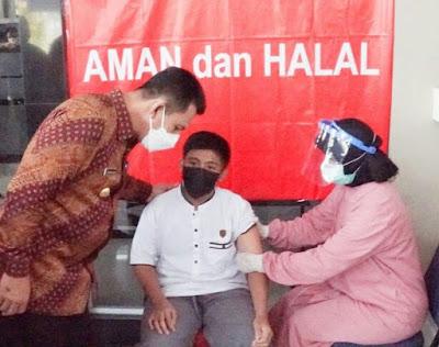 Kejar Herd Immunity, Gubernur Kepri Tinjau Vaksinasi Anak di Bintan