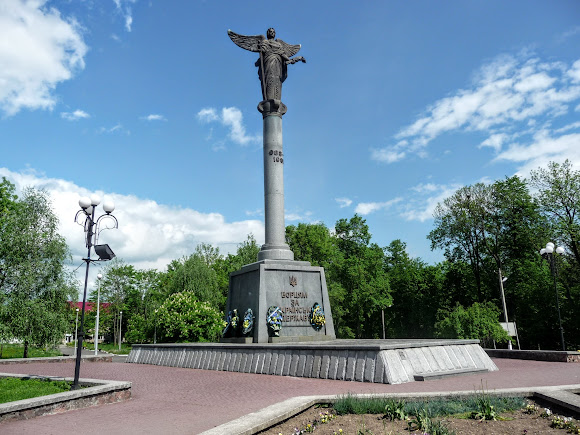 Долина. Скульптура Архангела Михаїла – ангела-охоронця міста