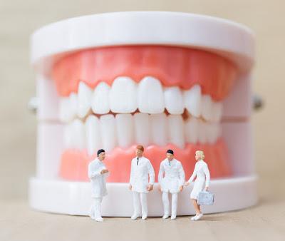 יום השיניים התותבות
