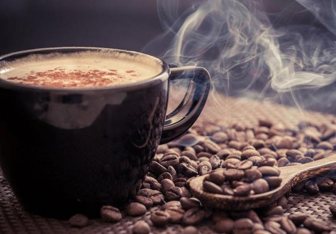 دراسة: القهوة مزيانة لحياة أطول وها شحال خاص تشربو يوميا