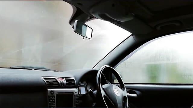كيفية ازالة الضباب من النوافذ في سيارتك
