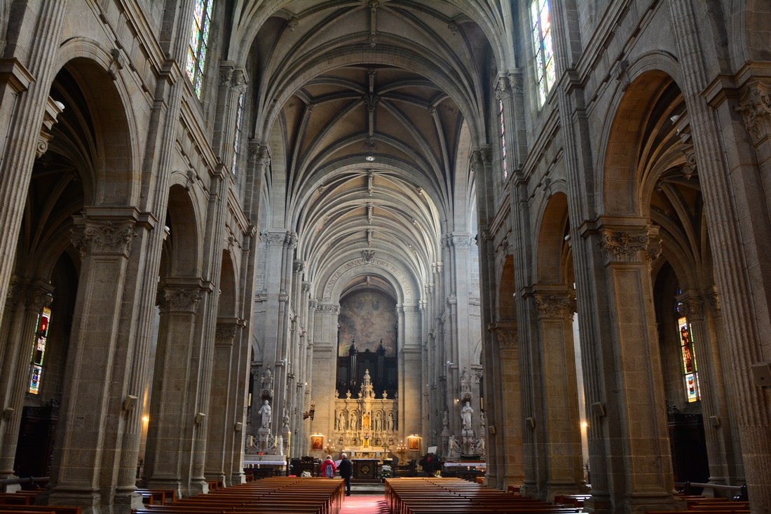 nef basilique Sainte Anne d'Auray