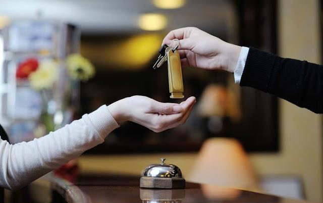 Rendszeresen fosztogatták a balatoni szálloda széfjét a csalók