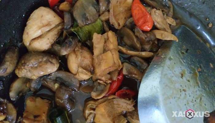 Resep tumis ayam jamur kancing pedas manis