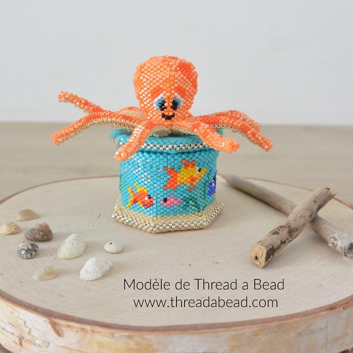 Boite pieuvre et poissons en perles Miyuki, modèle de Thread a Bead, tissée en peyote circulaire et brickstitch par Hello c'est Marine