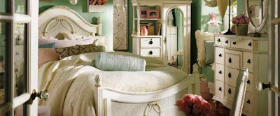 غرفتها الخاصة بمنزل والديها :