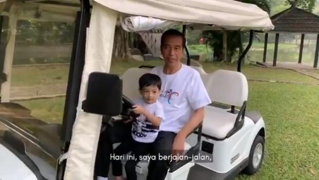 Jokowi Posting Video Jalan-jalan bersama Cucu, Warganet: Punya Hati Gak sih?