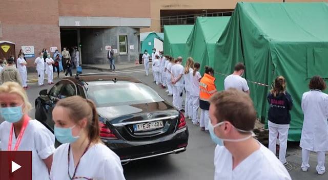 У Брюсселі лікарі та медичні працівники повернулись спинами під час зустрічі кортежу прем'єр-міністерки Бельгії Софі Вільмес.