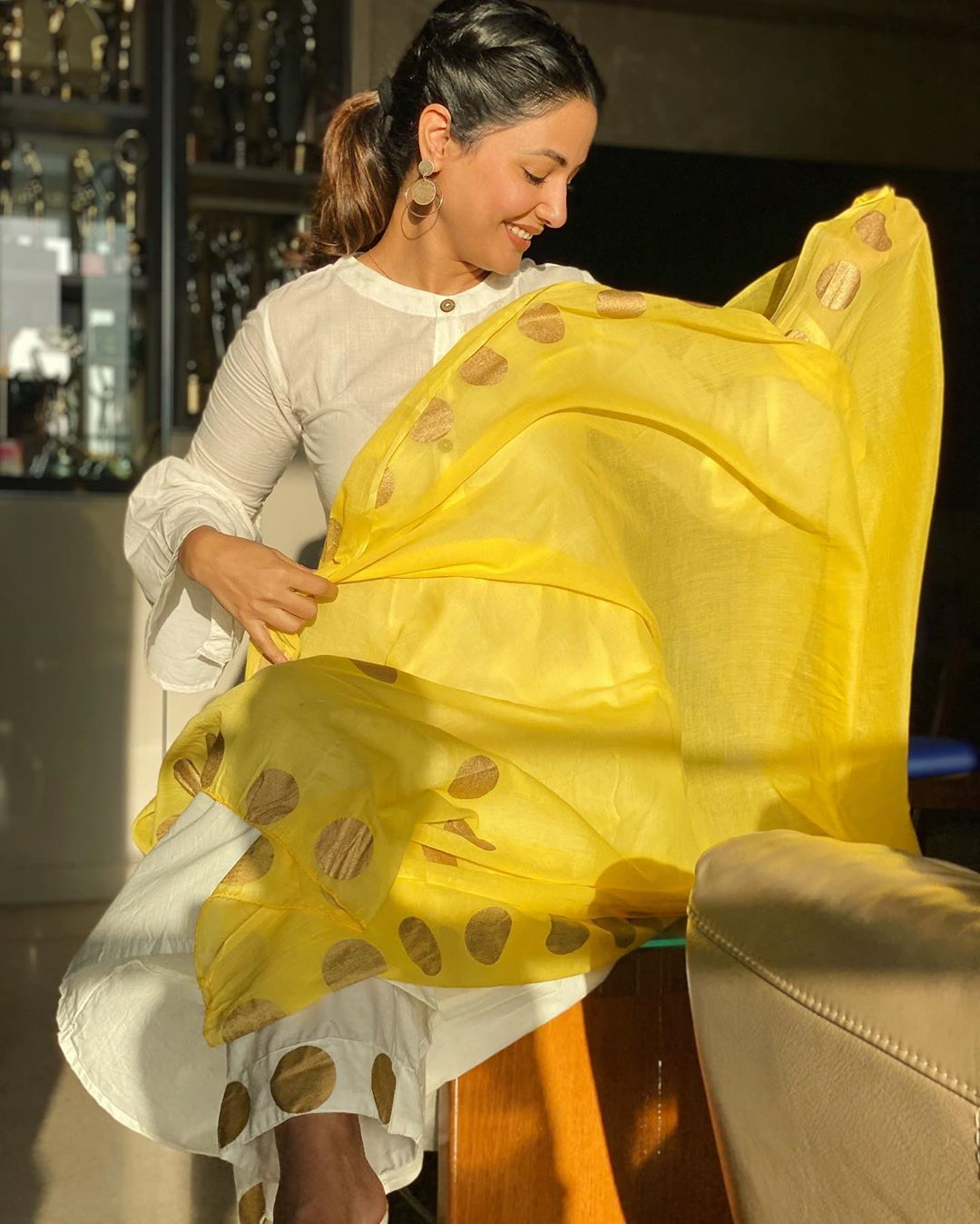 hina-khan-shared-a-few-sun-kissed-pictures-of-her-wearing-white-and-yellow-salwar-kameez