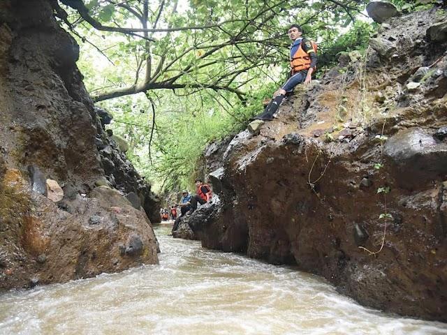 Wisata Sungai Cigeureuh, Miniatur Green Canyon Pangandaran di Bandung Selatan