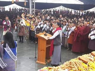 Photo of His Eminence Garab Rinpoche narrating the story of Lord Buddha. Image courtesy: Facebook timeline of Dorji Phuntsho.