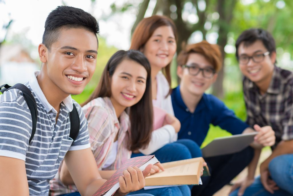 City University of London Global Leaders Scholarships 2020/2021 for Undergraduate International Students