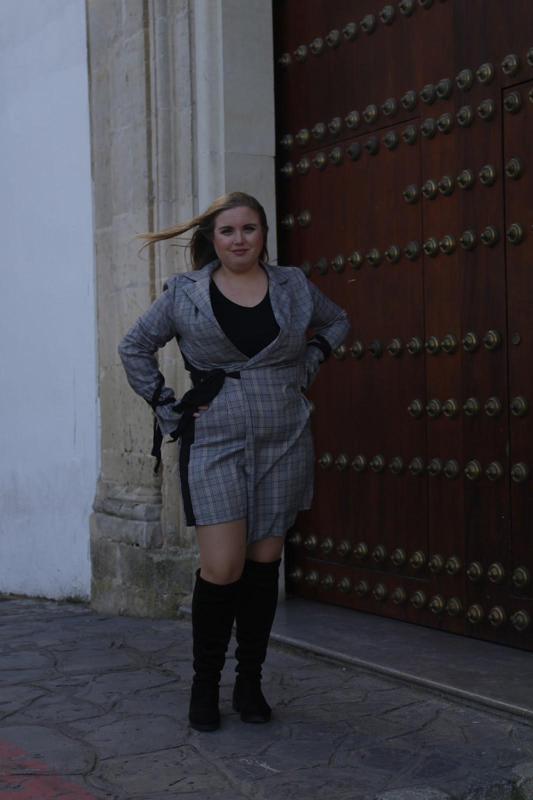 Outfit Vestido Gris La Chica Del Milenio