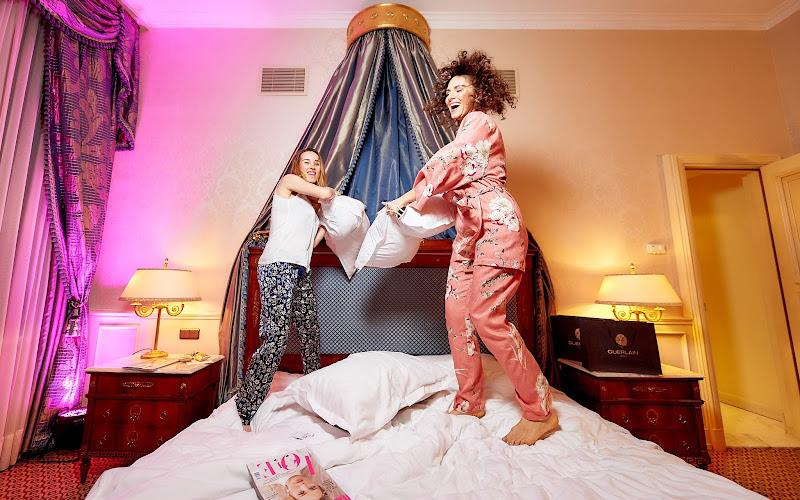 как бросаться подушками на вечеринке