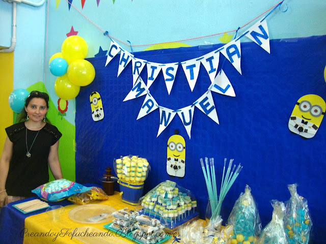 Mesa decorada primera comunión niño