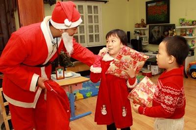 Thuê ông già noel tặng quà tại Hà Nội