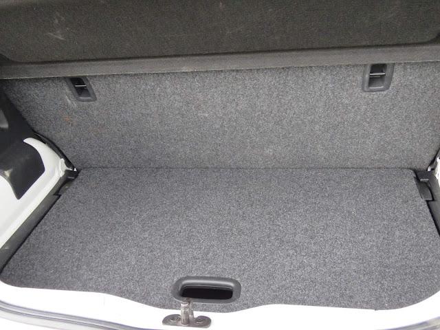 Volkswagen Up! TSI - porta-malas