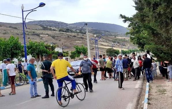 """بالفيديو : سكان حي 86 مسكن بمنطقة القلتة يحتجون  .. و""""مير"""" المرسى يوضح"""