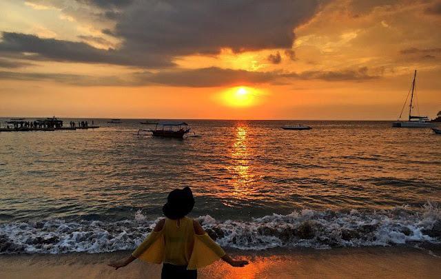 indahnya sunset pantai sengigi lombok