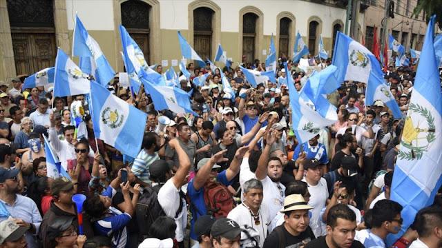 Guatemaltecos piden la renuncia del presidente por corrupción