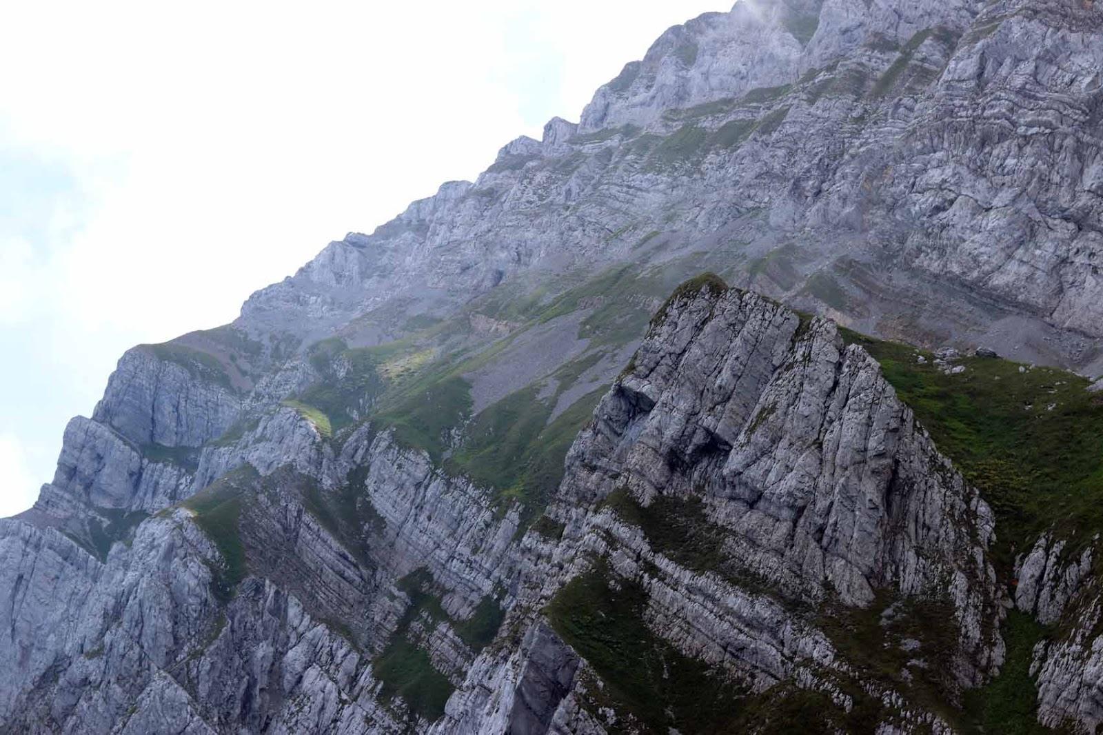 Säntis - maakerrostumat vuorenrinteessä