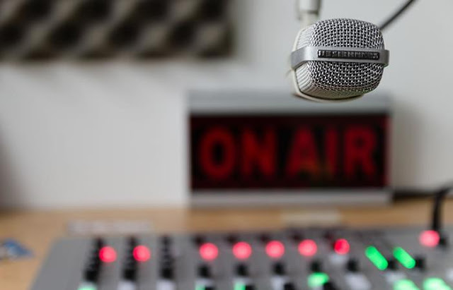Tener un estudio de radio escolar no es tan difícil