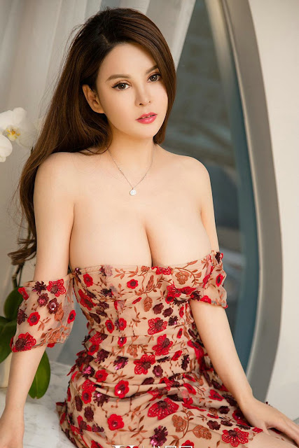 Hot and sexy big boobs photos of beautiful busty asian hottie chick Chinese booty model Tong An Qi photo highlights on Pinays Finest Sexy Nude Photo Collection site.