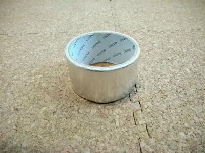 遮光する板を作成する際に利用したアルミテープ