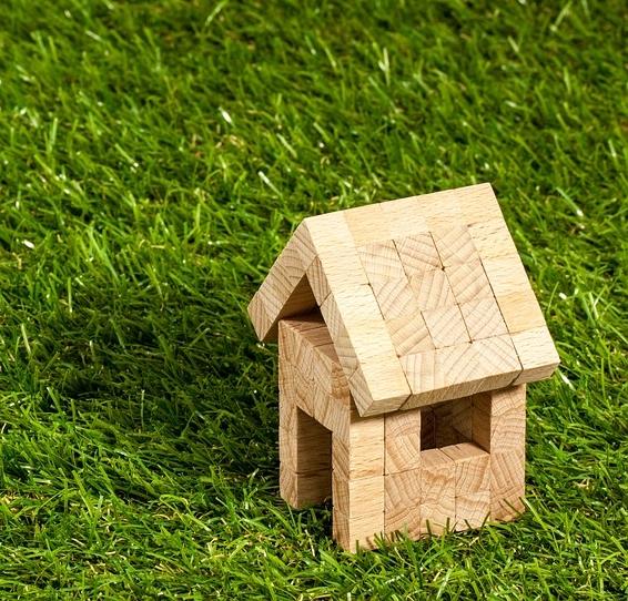 ¿Sirve tomarse un terreno para tener la casa propia?