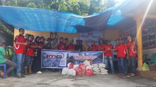 """Tim """"JMG PEDULI"""" Salurkan Bantuan Bagi Korban Banjir Bandang Agam"""