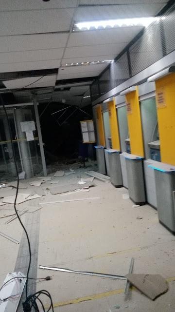 Grupos armados explodem caixas eletrônicos de agências bancárias em Correntina