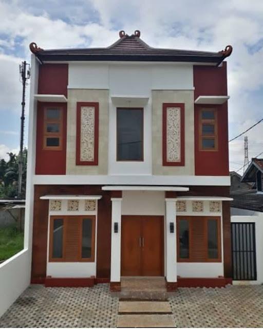 rumah dua tingkat berwarna merah