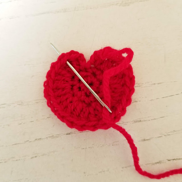 How to invisible join at the end of a round; crochet pattern tutorial by Susan Carlson of Felted Button   Colorful Crochet Patterns