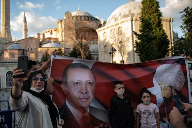 Hagia Sophia adalah Wakaf Sultan Muhammad Al-Fatih yang Diubah secara Ilegal