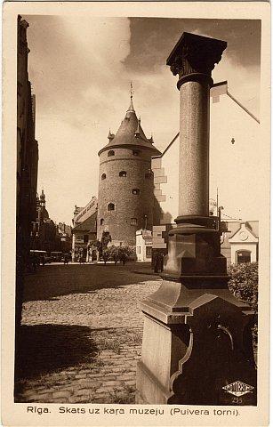 Колонна на постаменте Золотого рыцаря в Риге до 1931 года