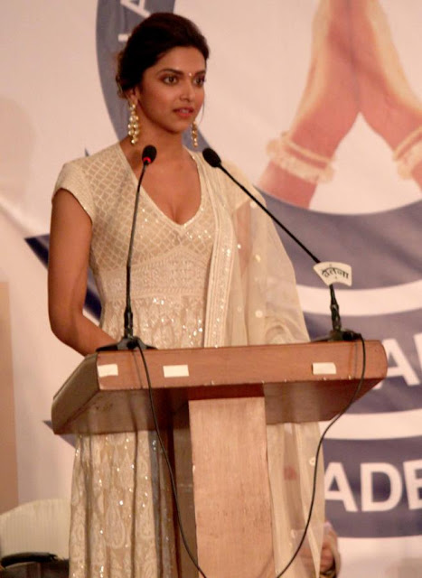 Hot Deepika Padukone Academy Awards