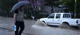 الأرصاد الجوية تحذر من فيضانات وعواصف رعدية في هذه الولايات التركية