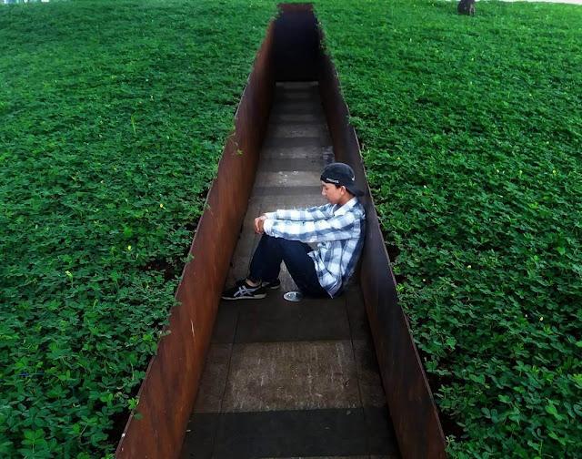 foto taman labirin balai kota