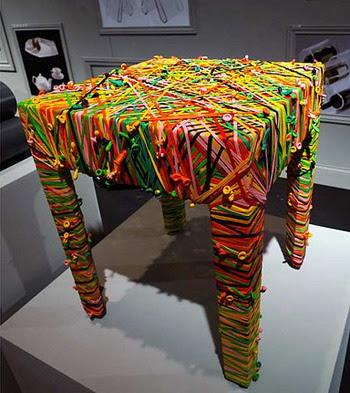 mesa muy colorida