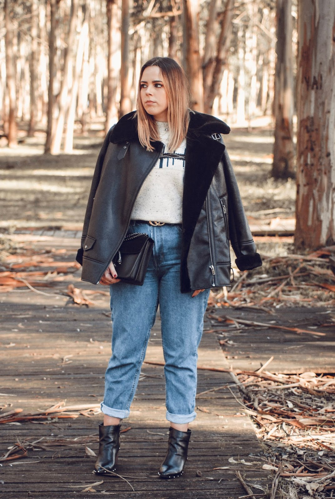 Outfit con mom jeans