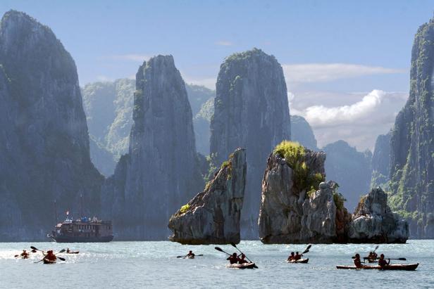 Kayak por la Bahía de Halong (Vietnam)