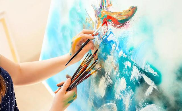Dengan sederhana dalam pengertian melukis yang berperan penting adalah emosi, ekspresi dan ide dari pelukis dalam menggabungkan paduan warna serta goresan kuasnya ke media dua dimensi (kertas, kanvas, dan lain sebagainya). Melukis atau seni lukis merupakan salah satu cabang ilmu seni rupa dan melukis juga merupakan pengembangan dari menggambar.